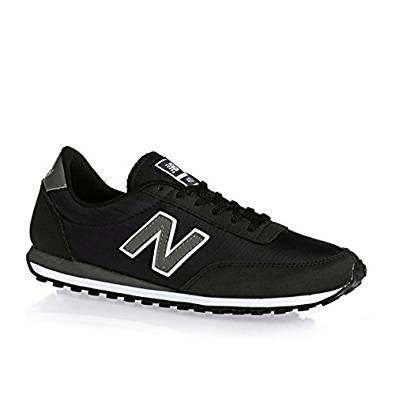 Zapatillas de la marca new balance de moda para andar y comodas. Color negro con simbolo de la marca.