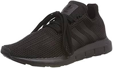 Zapatillas deportivas de la marca adidas para el entreno y para el día a día, de color negro.