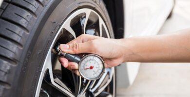 ahorra gasolina comprobando la presion ruedas